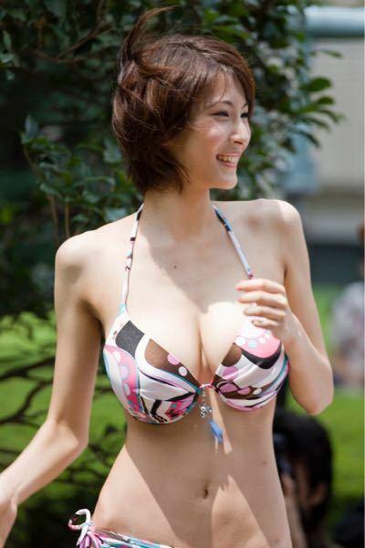 この女性の名前を教えてください。