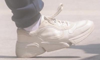 この靴のブランドとモデルの名前を教えてください。