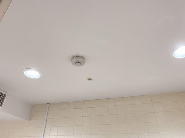 これって防犯カメラでしょうか?トイレの手洗い場のところなのですが。詳しい方お家で頂きたいです。
