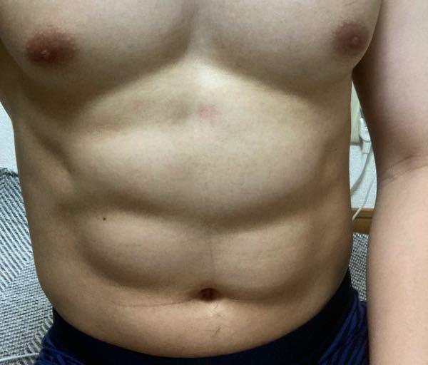 分厚い腹筋を目指してるのですが、分厚い腹筋になってきてますか? もっとくっきり割るためのトレーニングも教えていただきたいです。