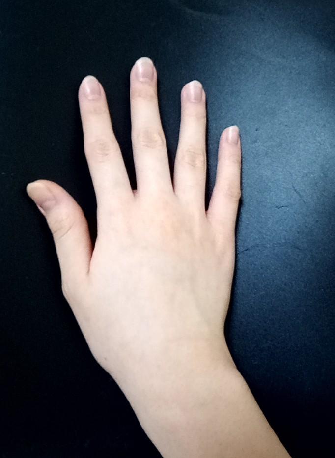 私の指は太いでしょうか。 いつもつける指輪のサイズは 親指が14号、人差し指と中指が12号、薬指が11号、小指が4号か5号です。