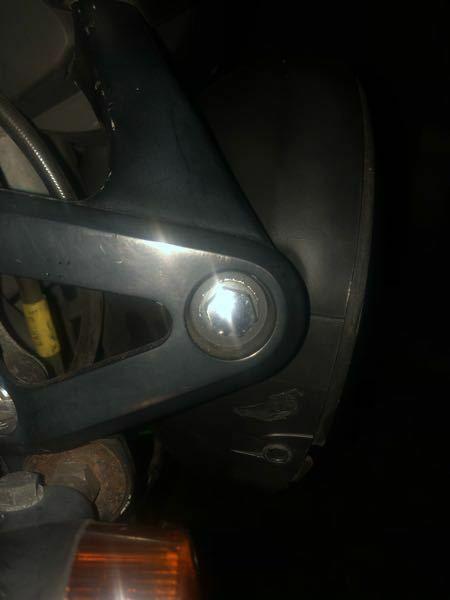 バイクのヘッドライトのここ外す時どんな工具が必要ですか?