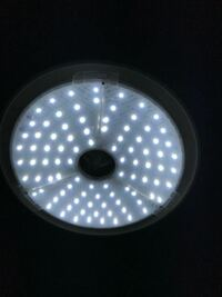 電球型蛍光灯の交換のした方。はじめまして。今使っている電気の電球型蛍光灯の予備を買おうとおもっているのですが、この形のような電球は電気屋さんに売っていなく、どこで買えるのでしょうか?宜しくお願いします m(_ _)m