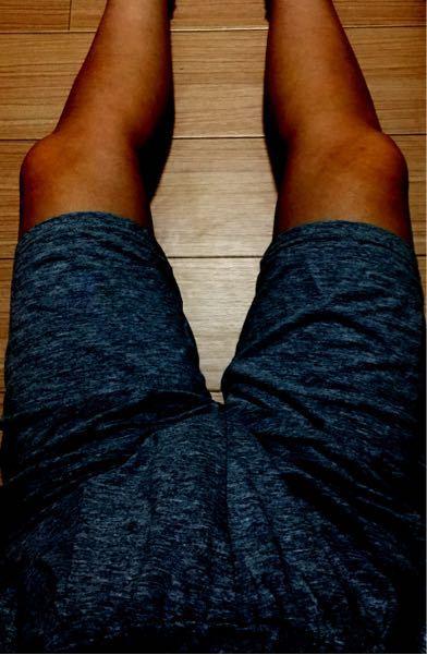 これは男性の足に見えますか?女性の足に見えますか? 何歳くらいの足に見えますか?