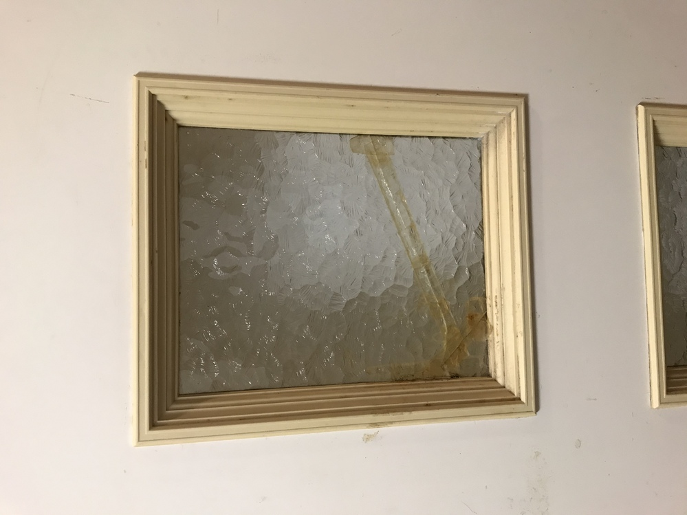 このタイプの押縁、ガラスの外し方を教えてください。ネジ、釘はありません。よろしくお願いします。
