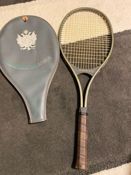 家にあったテニス?のラケットなんですけど、これってなんかのブランドですか?高いですか? わかる方教えてください!