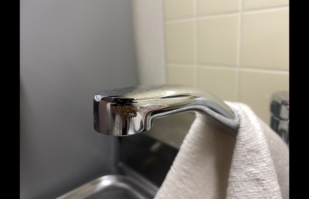 節水シャワーを取り付けたいのですが、 この形にあう物が見つかりません。 この形の場合、何というタイプの物を買えばいいのでしょうか。