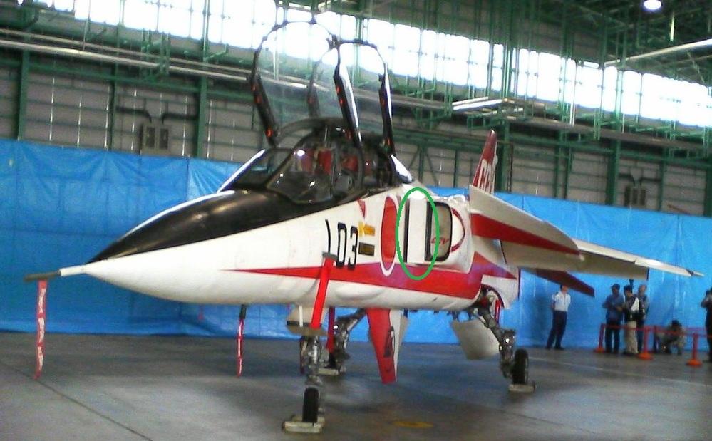 F-4EJ、T-2のインテークの前に板が付いていますが、何という名称で何のための物でしょうか? ジャギュアとかは付いていませんし、F-5は申し訳程度の物ですが、なぜ違いが有るのでしょうか?。