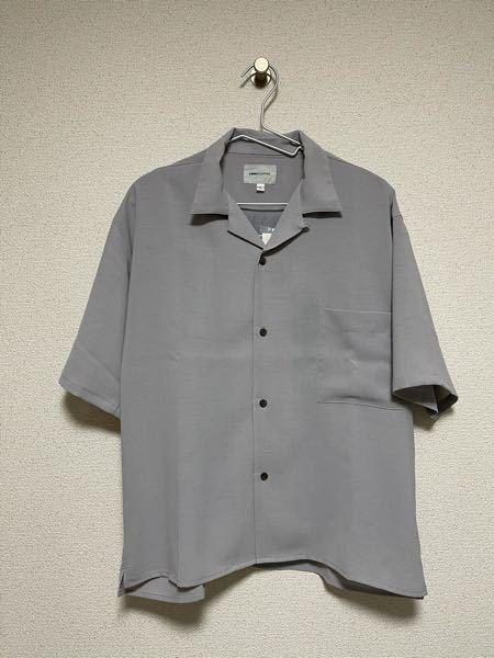 ファッションに詳しい方に質問です 先日こちらのシャツを購入したのですがシャツの中に1枚Tシャツを着るとしたら何色が合いますか?