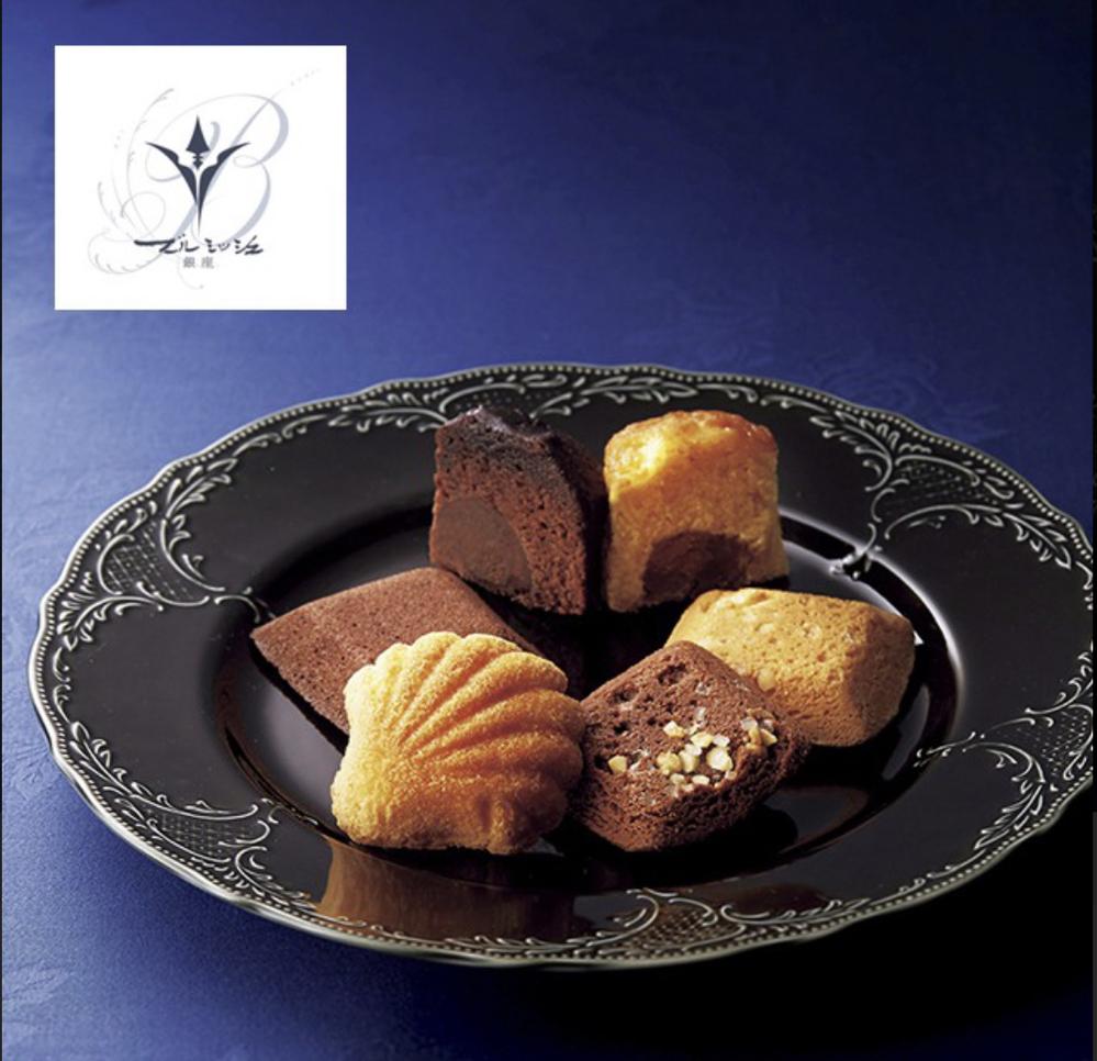 食器のブランドを知りたいです。 こちらの黒のお皿のブランドがどちらの物かご存知でしたら教えて下さい。 宜しくお願いします!!