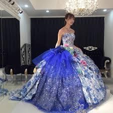お色直しはこういう豪華なカラードレスに憧れますが、トイレをもよおしてしまった場合は皆さんどうするのでしょう? 介添人の方が手伝って下さるのでしょうか?