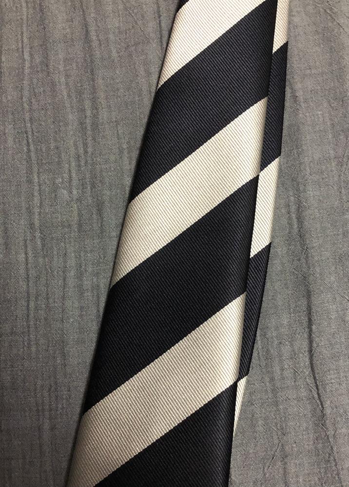 このネクタイってリクルートスタイルには不向きでしょうか? 実習先への事前訪問に着用予定です。