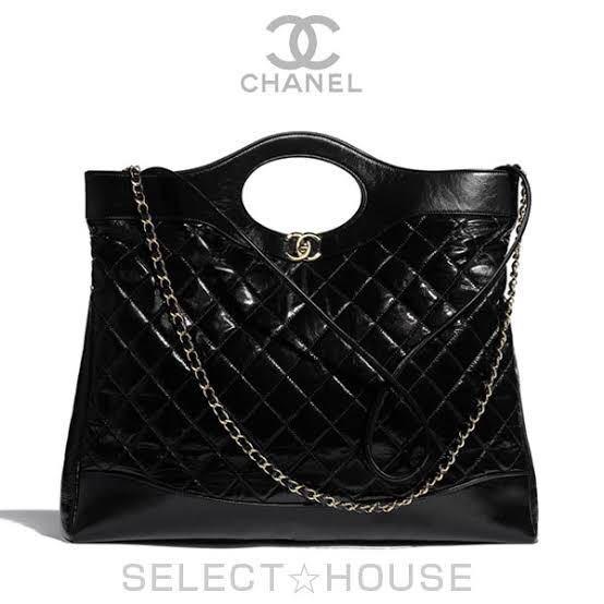 CHANELのこのラージショッピングバッグ(?)と同じ形の、キルティング部分がベルベット素材(?)になっているバッグを探しています。きちんと本物のものを買いたいです。ネットで探しても見つかりませ...