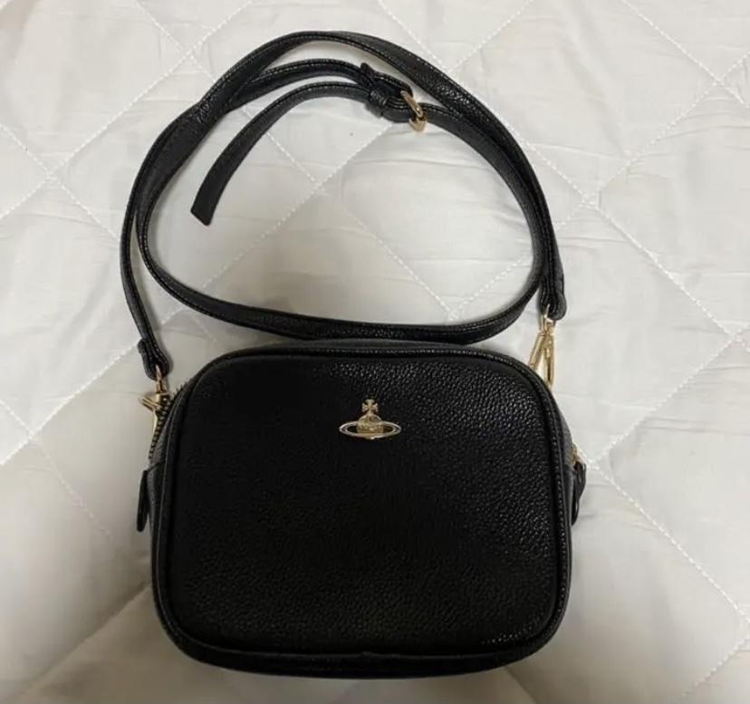 ヴィヴィアンのバッグについての質問です。 こちらのバッグはヴィヴィアンの偽物でしょうか? 中にはロゴマークなどもないそうです。