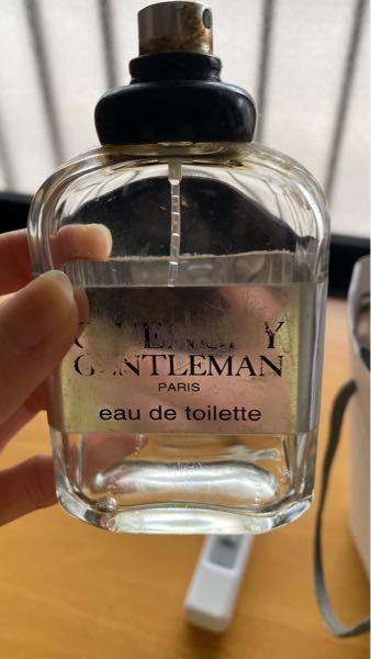 GIVENCHYのこの香水を探してるんですけど 同じようなのがいっぱいでどれなのか わかりません… GIVENCHYのどの香水なのか、 または購入できるサイトを知っている方いますか?