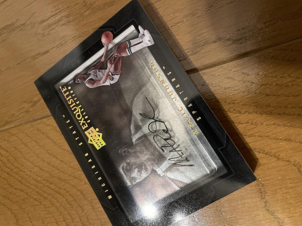 このカードの詳細を教えていただけないでしょうか。 UPPER DECKのEXQUISITE COLLECTION 2011-12のシリーズというのはわかりました。 カードに厚みがあり、中にマジッ...