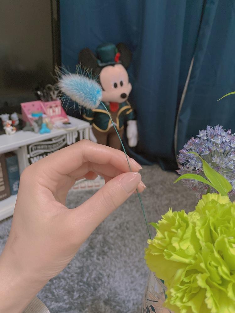 このお花の名前をご存知の方いらっしゃいますでしょうか? 退職祝いとしてブーケを貰いこちらのお花が気に入ったのでお花屋さんで買おうかなと思うのですが名前をご存知の方いらっしゃいますでしょうか? ぜひ教えて頂きたいです!