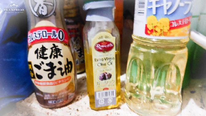 何故、パスタにはオリーブオイルを使うのですか?ゴマ油やキャノーラ油じゃダメなんですか? 私はオリーブオイルの匂いがあまり好きではありません。 パスタを茹でてフライパンで炒める時に、一般的にはオリーブオイルを使いますよね? 私は匂いがあまり好きでは無いとオリーブオイルは値段が高く、しかも他にあまり使い途が無いので、安価なキャノーラ油や贅沢ですがゴマ油を使う事が多いです。 何故、パスタにはオリーブオイルなのでしょうか?