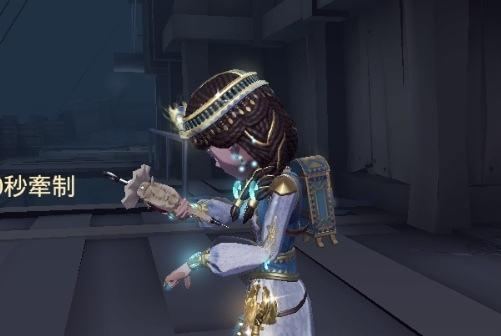 第五人格のこの注射器ってなんていう名前の衣装ですか? 白っぽくて中心に赤い宝石みたいなものがはめ込まれてます。