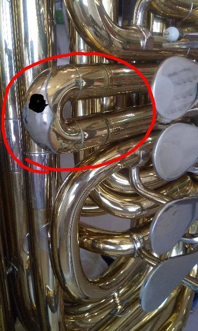 チューバのミラフォンの音のことについてです どうしてもC#の音が高くなってしまいます 口で調節しようとしても低くならないのですが演奏中にこの写真のところを抜くしかやり方はなさそうですか?