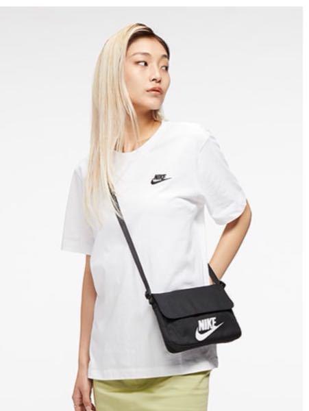 自分は男子学生です。つい最近この黒いバッグを買ったんですけど今日このバッグがウィメンズということを知りました。男性が身につけていたら変ですかね? あと見た目で女性用ってバレますかね? 皆さんの意...