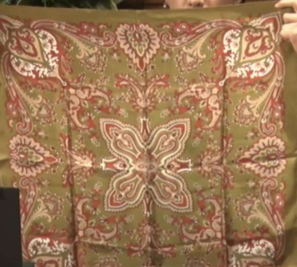 このスカーフがどこのものか知りたいです。