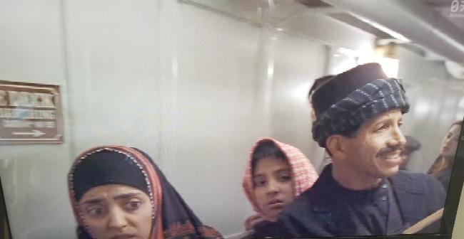 タイタニックについて。 後半の乗客が逃げ惑っているシーンで中東系?人種の乗客が「出口どっちなの!?」「探してるけど分からない!!」と言っているシーンがありましたが、あれは史実に基づいているのでしょうか?あの人たちは死んでしまったのでしょうか…? 詳しい方教えてください。