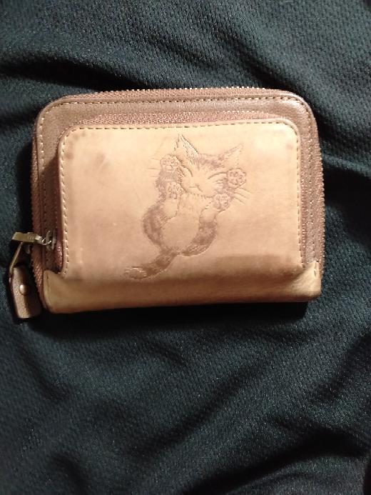 この財布のブランド名を教えて下さい。 お願いします。m(_ _)m