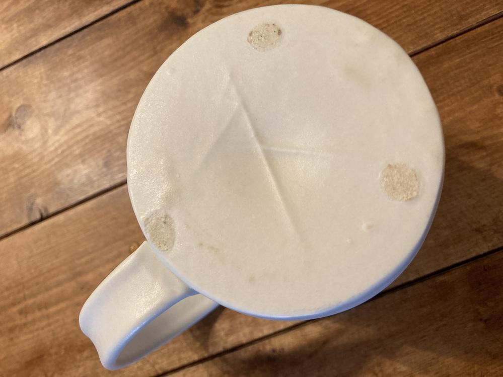 2年程前に、宮崎市の器屋さんで購入したカップです。 こちらのマグカップの作家さんを探しております。どなたかご存知の方、どうぞ宜しくお願い致します。