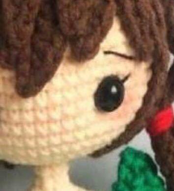 レース糸でうすだいだい色はありますか? レース糸で人の形の編みぐるみを作りたいと思っています。 日本人や韓国中国人などのいわゆる色白系の肌色を探しています。 できれば太めが良いですがご存知の方よろしくおねがいいたします。