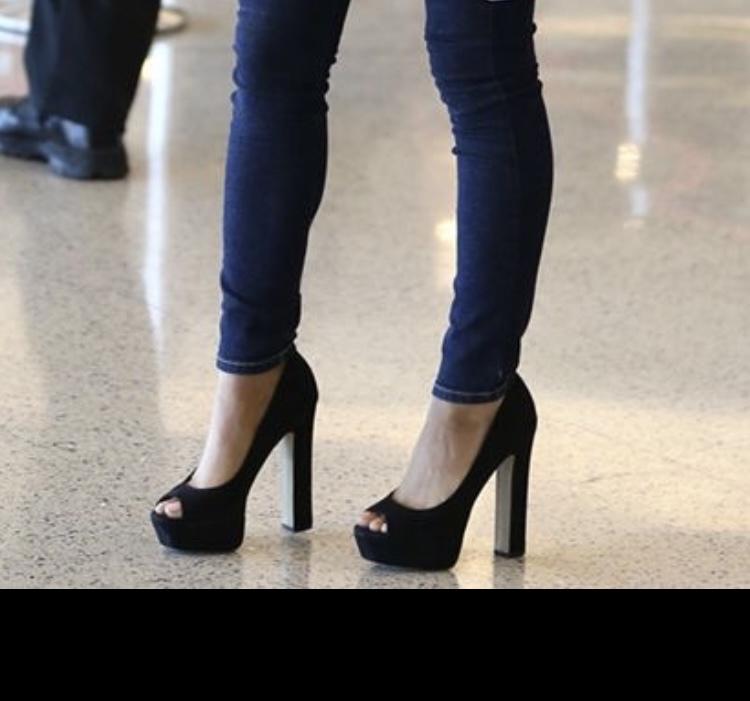 こういう靴ってなんて調べれば出てきますか? パンプス?