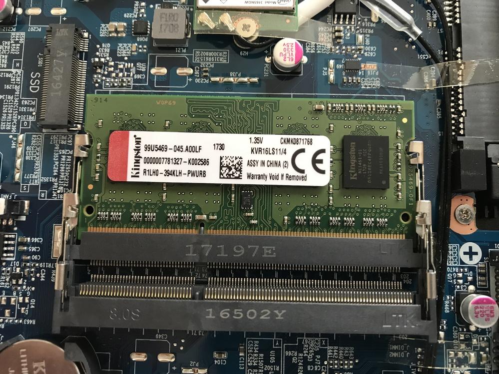 ノートパソコンのメモリを増設したいのですが どれを買ったら良いのか分かりません。 使っているのは iiyamaのSTYLEInfinityです。 システムモデルがW950JUというところまでは調べたのですが、そこから対応している物を探すのがよく分からず困っています。 何ギガまで増設可能なのかもよくわかりませんが、 パソコンを分解してみたところ 写真のように1つだけメモリが入っていました。 ネットでの購入を考えていますので、URLも込みで教えていただけると大変助かります。 すみませんが回答よろしくお願いします。