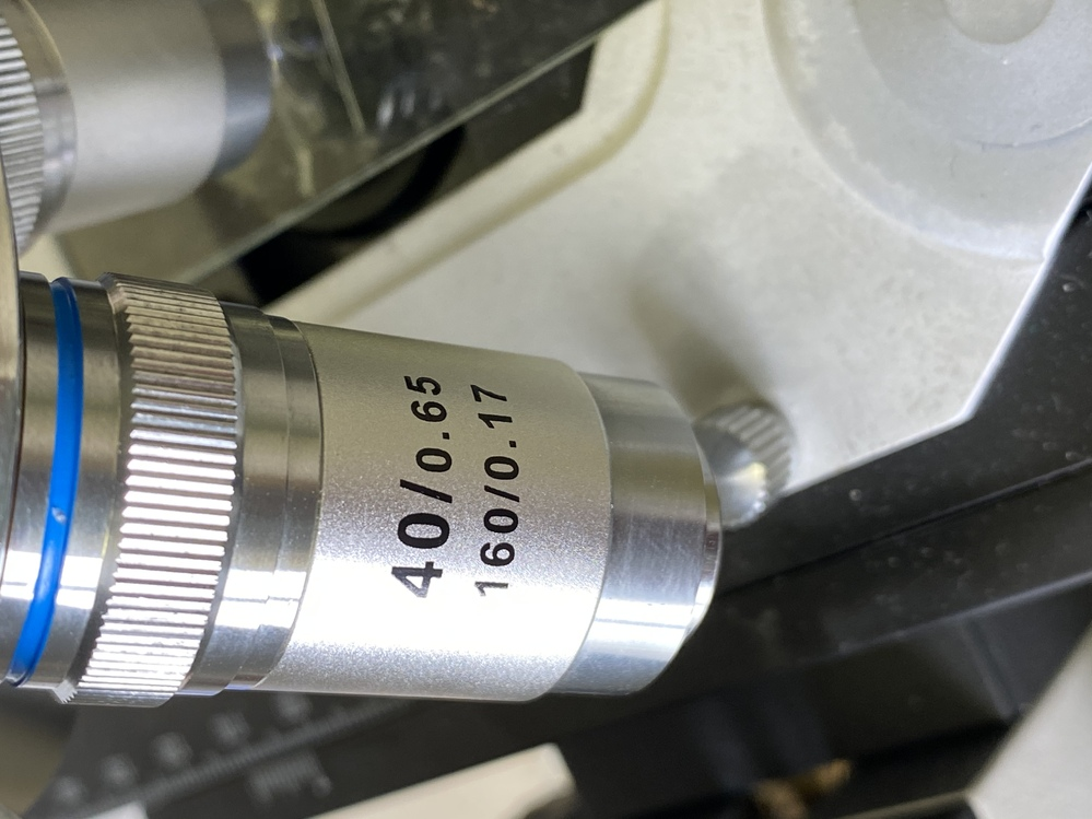 顕微鏡のこれは何を表しているのですか?