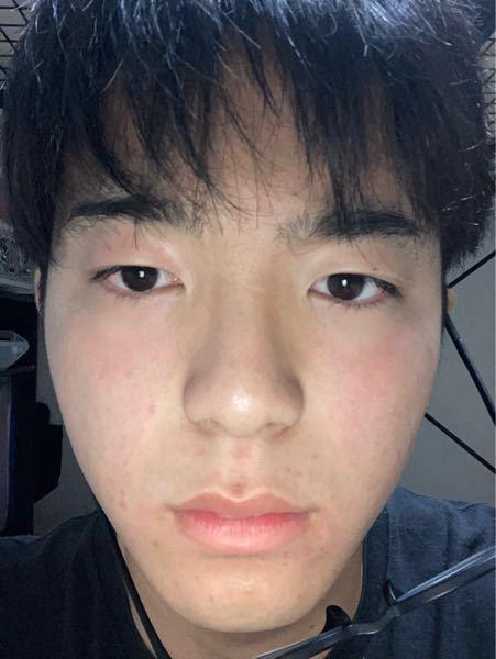 顔が左右非対象過ぎると思います、助けてください