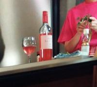 ワインに詳しい方へ質問です!  ドラマ「大豆田とわ子」より、 おそらく第3話だったと思うのですが 画像のワインの商品名が気になります。 ワインにお詳しい方、教えていただきたいです!
