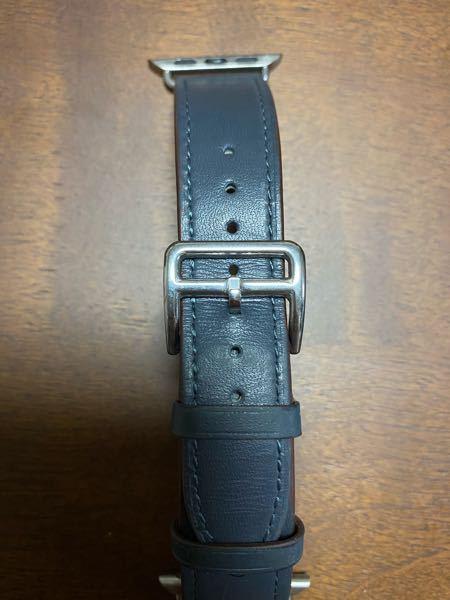 アップルウォッチのバンドを買ったのですが ベルトを通す銀色の部分(バックル?)のベルトを通さない方の輪っか部分は何に使うのでしょうか? 教えてください。
