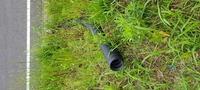 分譲地にある、この黒の蛇腹の菅みたいなものは何でしょうか?