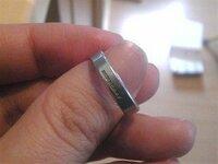 結婚指輪のブランド名を教えてください。 皆さんは、どんな結婚指輪(普段はめているもの)を してらっしゃいますか? ちょうど7年目になるのですが、ちょっと飽きてしまって まだ買い換えるには早いですが、 少しずつ色々見てみたいと思いはじめました。 ちなみに、私はバーバリーのマリッジです。 もう日本での販売ライセンス切れで 購入できないらしいのですが・・・
