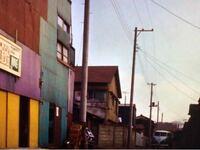 ウルトラセブンのメトロン星人の回ですが, 画像の左端にあるカラフルな建物は 今も残っていますか?