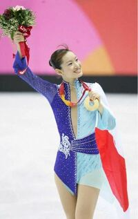 オリンピック金メダルの日本を代表するフィギュアスケート選手を色に例えると、 クールビューティの荒川静香さんは青色。  では、羽生結弦選手は何色?   ※ 簡単に理由もお願いいたします。