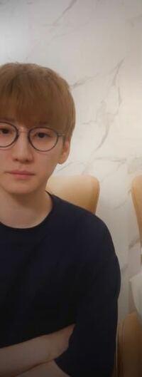 このきょものメガネのフレームの形の種類なんだか分かりますか???? オーバル型?ラウンド型?????