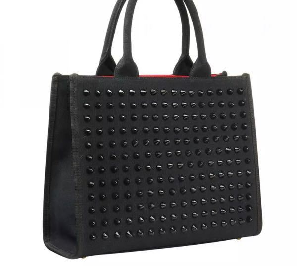 楽天で見つけたのですが、これはどこか有名なブランドに似せた商品ですか? 元ネタのバッグはわかりますか? ジューチュウとか?