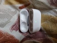 これは、どの種類のイヤホンの充電ケースですか?アップルと書いています。