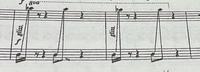 ピアノのグリッサンドのやり方   最近、 吹奏楽の「民衆を導く自由の女神」のピアノパートを練習していて その曲中でグリッサンド奏法がでてきました。  (因みにF-durです)   調号のBのフラットは無視して、 白鍵のグリッサンドを弾こうと思っているのですが、  最後の音のAsの弾き方がよく分かりません。  グリッサンドの延長で黒鍵も弾くのか、 右手で手前までグ...