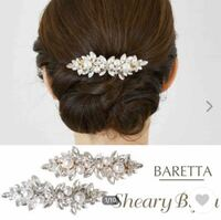 結婚式の髪飾り これではないのですが、こんな感じのパールとストーンのついた髪留めを買いました。調べたところ昼の結婚式に華やかなものは相応しくないと。これは華やかに入りますか?非常識になりますか?