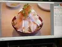 写真の編集アプリついて教えてください。 Adobe Photshop を使っているのですが、写真を編集しようとすると写真によって編集方法が変わってしまいます。 どうすればこの編集方法ですべての写真が編集できるのでしょうか?