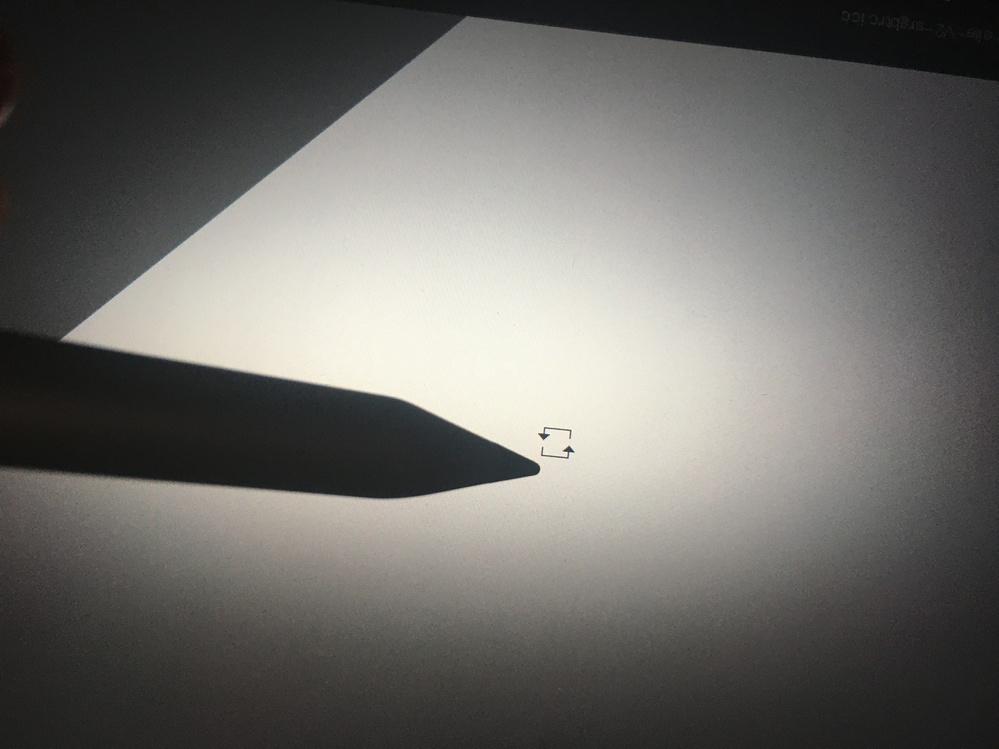 お絵描きソフトkritaでブラシを使おうとしたらカーソルが矢印のようになってかけません。クリックすると回転してしまいます。 原因と改善策がわかる方教えてください。