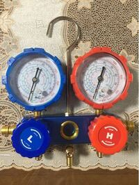 エアコンマニホールドゲージについて質問です。 気温20℃くらいの時、適正ガス圧は低圧高圧はそれぞれ何psiですか? また、この画像のゲージのメモリの「℃」は、何のためのものでしょうか? よろしくお願いします。