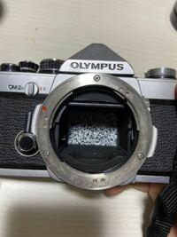 フィルムカメラの中身について フィルムカメラの中のレンズ部分?は普通このようにモザイクになっていますか? これはジャンク品ですか? シャッターも切れるし、タイマーも問題ないです。