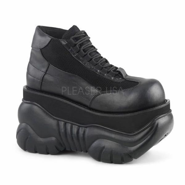 中学校でこの写真の靴って履いていいのでしょうか?